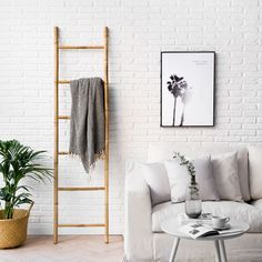 Escalera natural Bamboo | ¡El encanto de lo natural! Bamboo es una escalera decorativa que puedes utilizarla como perchero. Quedará genial en cualquier rincón de tu hogar, aportando un toque natural y escandinavo.  #kenayhome #home #escalera #bamboo #decorativa #decoración #hogar #deco #diseño #interior #nórdico #natural #blanco #duna #sofá #desenfundable #cesto #home #news #capazo #mimbre #plaid #lámina #palmera #nord #mesita #mesa #auxiliar #centro #blanca #beige White Wood, Grey And White, Room Ideas Bedroom, Room Decor, Ladder Decor, Sweet Home, House Design, Living Room, House Styles