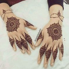 Tips For Planning The Perfect Wedding Day. A wedding should be a joyous occasion for everyone involved. The tips you are about to read are essential for planning and executing a wedding that is both Stylish Mehndi Designs, Mehndi Art Designs, Beautiful Mehndi Design, Mehndi Patterns, Latest Mehndi Designs, Henna Tattoo Designs, Nail Designs, Heena Design, Finger Henna Designs