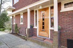 Jaren30woningen.nl   Stijlvolle voordeur van een jaren 30 woning