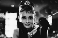 Audrey Hepburn em preto e branco