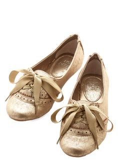 Sure to Wow Flat. Everywhere that these glistening flats lead you, you're turning heads! #gold #modcloth