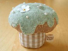 CupCake pincushion by PatchworkPottery, via Flickr