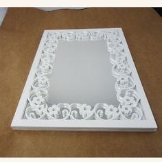 Espelho com moldura retangular trabalhada cor branca em MDF 28 x 37 cm |
