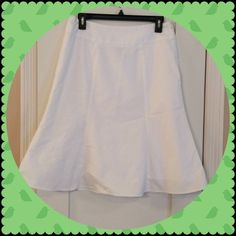 Gap White Flare Skirt Gorgeous white skirt. Worn only twice, excellent condition! No stains or rips. Smoke free home. NO TRADES. GAP Skirts Midi