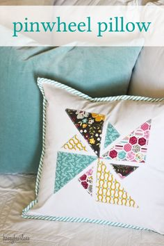 Pinwheel Pillow Tutorial - Honeybear Lane Pinwheels are the epitome of summer, aren't they? Bring some spring and summer into your home with this cheerful pinwheel pillow tutorial! Easy Sewing Projects, Sewing Projects For Beginners, Sewing Hacks, Sewing Crafts, Diy Crafts, Sewing Pillows, Diy Pillows, Decorative Pillows, Pillow Ideas
