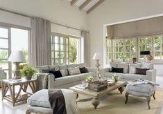 Salones grandes con amplios ventanales y cortinas. Muebles clásicos. #decoracioninterior #ventanales