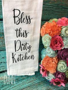 Rae Dunn inspired kitchen towel - Bless This Dirty Kitchen tea towel - Farmhouse Kitchen Decor. Dish Towels, Hand Towels, Tea Towels, Vinyl Crafts, Vinyl Projects, Farmhouse Style Kitchen Curtains, Farmhouse Decor, Dirty Kitchen, Flour Sack Towels