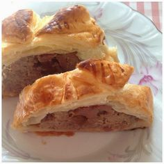 Puff pastry stuffed with meat, foie and quince paste. http://ytanflamenca.blogspot.com