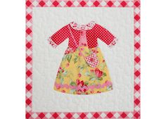 Holly2 Dolly Dress Up, Applique Quilts, Little Dresses, S Girls, Quilting Designs, Baby Quilts, Baby Dress, Quilt Blocks, Fiber Art