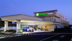 Holiday Inn Express Philadelphia Airport Essington (Pennsylvania) Located on the Delaware River, this hotel is next to Governor Printz Park. It has views of the river and the marina and serves a continental breakfast every morning.
