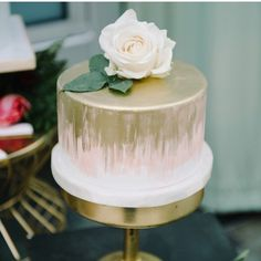 Blush and GoldbWeddingcake at Sweetcheeksbakingco