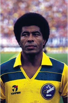Jairzinho, una estrella que también brilló fuera de Brasil, En 1981 con 36 años vistió la casaca del Jorge Wilstermann, de Cochabamba.