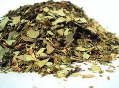 Astım ve Bronşit için Okaliptüs Çayı Tarifi 1-2 tane kurutulmuş okaliptüs yaprağı 1 gr kuru öksürükotu yaprağı 1 gr kurutulmuş kekik yaprağı