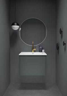 Form 60 cm i grå utførelse med Air porselensservant og speil med frostet kant. Hanging Canvas, Modern Kitchen Design, Art Pieces, Gallery Wall, Layout, Mirror, Furniture, Oscars, Home Decor