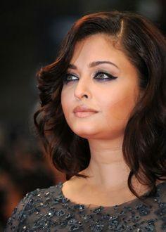 Aishwarya Rai Cannes Inspired Eye Makeup Tutorial – 4 easy steps! @ http://www.stylecraze.com/blogs/aishwarya-rai-cannes-inspired-eye-makeup-tutorial-4-easy-steps/