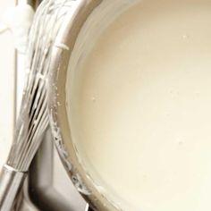 Sauce béchamel de base | Ricardo Kosher Recipes, Kosher Food, Sauce Béchamel, Ricardo Recipe, Bechamel Sauce, Mayonnaise, Family Meals, Glass Of Milk, Vegetarian
