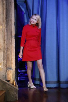 Tavi Gevinson, founder and editor of Rookie magazine, wears red dress on Late Night with Jimmy Fallon Tavi Gevinson, Rookie Magazine, Teen Vogue, Jimmy Fallon, Vanity Fair, Get Dressed, Style Icons, Evolution, Dresses For Work