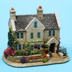 Lilliput Lane™ Cottages presented by Viv Marston Clay Houses, Putz Houses, Fairy Houses, Miniature Crafts, Miniature Christmas, Miniature Houses, Christmas Village Display, Christmas Villages, Sims Building