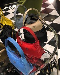 Discover recipes, home ideas, style inspiration and other ideas to try. Look Fashion, Fashion Bags, Grunge Fashion, Fashion Handbags, Sacs Design, Accesorios Casual, Quoi Porter, Prada Bag, Cute Purses