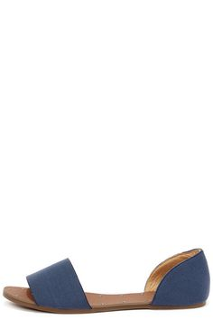 Well look what rolled in with the tide: the adorable Atlantic Seaboard Denim Blue Peep Toe Flats! This easygoing style includes a split canvas upper with a peep toe and curvy heel back (with hidden elastic for fit).