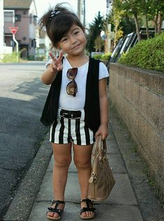 Oh my gosh she's she cute....I'm extremely jealous of this little girls style