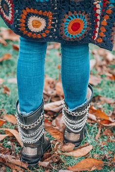 boho winter boots Tired of all those expensive bohemian brands out there? Time to meet the 11 most affordable boho brands that will rock your world! Winter Hippie, Boho Hippie, Boho Girl, Modern Hippie, Style Boho, Hippie Style, Boho Chic, Fashion Moda, Trendy Fashion
