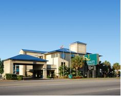 Quality Inn & Suites Ft. Jackson Maingate Columbia (South Carolina) The Quality Inn & Suites Ft. Jackson Maingate is conveniently located near Interstate 77, providing easy access to Fort Jackson and Williams-Brice Stadium, home of the University of South Carolina Gamecocks.