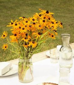 Lots of great outdoor wedding ideas plus a great banana cake recipe, LOVE ALL THE CLEAR MASON JARS AND CLEAR GLASS CARAFS TO MAKE THINGS LESS CLUTTERED.