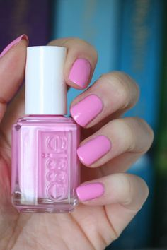Backseat Besties || Essie Spring 2017 B'aha Moment Collection : Review, Swatches & Comparisons | Essie Envy