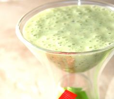 Try Kiwi-Kale Smoothie using the Ninja Utlima. 2-3 ice cubes 1 frozen banana 1 kiwifruit, peeled 1 cup kale, lightly packed ¾ cup almond milk Place the ingredients in the Single Serve Cup and pulse until smooth. Serves 1 to 2.