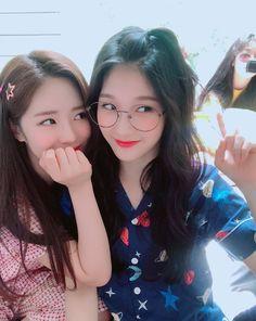 Foto Best Friend, Best Friend Couples, Best Friend Pictures, Bff Pictures, Best Friend Goals, Kpop Girl Groups, Korean Girl Groups, Kpop Girls, Ulzzang Korea