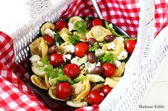 Sałatka makaronowa Fruit Salad, Cobb Salad, Food, Fruit Salads, Essen, Meals, Yemek, Eten