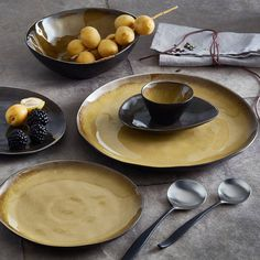Add those little details with table decorations from La Redoute. Every home can have sophisticated French style! Stoneware Dinnerware Sets, Ceramic Tableware, Ceramic Bowls, Glazes For Pottery, Ceramic Pottery, Assiette Design, Dinning Table Design, Vase Deco, Slab Ceramics
