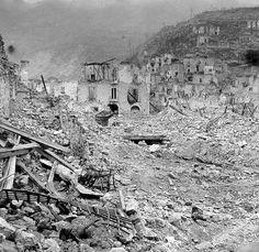 ruins of monte cassino Google Image Result for http://scottsvillemuseum.com/wwii/veterans/williamschneiderphotos/WWII_MOUT_CassinoApr44b.jpg