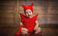 Ένα ζευγάρι από το Derbyshire κατάφερε να ονομάσει τον γιο του Lucifer (Εωσφόρο), παρά την Cheryl And Liam, Weird Names, Popular Baby Names, Poor Children, First Girl, The Martian, Satan, Elf, Holiday Decor