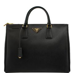 PRADA Large Saffiano Double Zip Tote (24.990 ARS) ❤ liked on Polyvore featuring bags, handbags, tote bags, purses, accessories, bolsas, black, leather handbags, leather tote purse and double zip tote