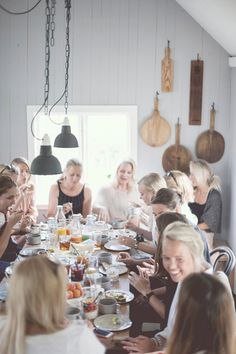 Three F Love. (Food, Family & Friends) This looks perfect Girls Night Drinks, Scandinavian Countries, Dinner With Friends, Party Time, Party Party, Party Ideas, Diner Party, Best Friend Gifts, Country Kitchen