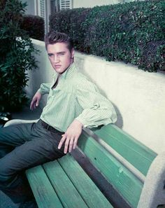 """Decades after his death, Elvis Presley is still an American icon. destinations where it is possible to """"spot Elvis - or, at least, the things he touched. King Elvis Presley, Elvis And Priscilla, Lisa Marie Presley, Rock And Roll, Vito, Burning Love, Graceland, Memphis Tennessee, American Singers"""