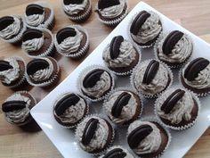 Hledala jsem dezert z Oreo sušenek a našla jsem fantastické cupcake-y. Jsou neodolatelné. Zmizí z talíře za pár minut, za to vám ručím. Autor: ruža