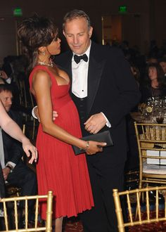 Kevin Costner, Pregnant Whitney-Houston in Red!