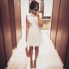 # 달달한 로맨틱 감성의 화이트 여름 드레스! 입어두 괜찮을까요ㅋ . Romantic white summer dress . . . . #ootd #daily #dailylook #selfie #셀스타그램 #옷스타그램 #셀피 #데일리룩 #강남 #스타일 #줌마그램 #줌스타그램 #팔로우 #follow #gangnam #style #korea #fashion #패션 #자라 #zara #아웃핏 #outfit #여름 #summer #원피스 #white #화이트