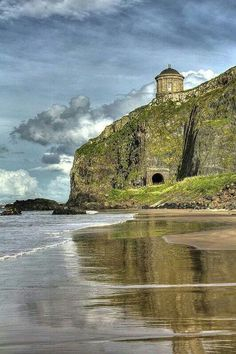 Mussenden Temple Castlerock ~ Northern Ireland Photo by Glenn Cartmill Oh The Places You'll Go, Places To Travel, Places To Visit, Imagen Natural, Jolie Photo, Ireland Travel, Ireland Beach, Ireland Vacation, Northern Ireland