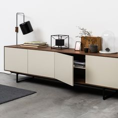 74 veces he visto estas bellas muebles minimalistas. Credenza Decor, Sideboard Furniture, My Furniture, Furniture Design, Home Interior, Interior Design Living Room, Living Room Designs, Rack Tv, Modern Apartment Decor