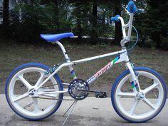 Haro Bikes, Haro Bmx, Lowrider Bicycle, Bmx Bicycle, Vintage Bmx Bikes, Old Bikes, Velo Biking, Gt Bmx, Old Scool