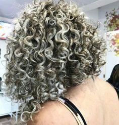 Ideas for hair silver highlights curls Grey Curly Hair, Curly Hair Styles, Permed Hairstyles, Cool Hairstyles, Frosted Hair, Curly Hair Overnight, Crimped Hair, Curls Hair, Langer Bob