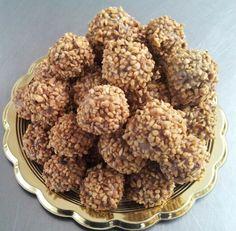 Praline con mandorle, nocciole e miele di castagno   http://bricioledolciesalate.blogspot.it/2013/07/ricetta-praline-di-mandorle-e-nocciole.html