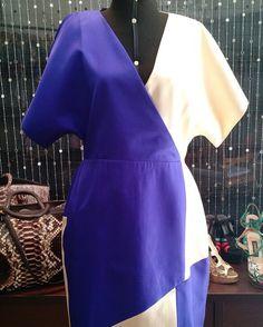 Vestido bicolor do André Lima em bege champagne e roxo. Modelagem diferenciada recortes e harmonia maravilhosos! Temos uma peça número 46 no estoque.  buff.ly/2jfEqXa http://ift.tt/29Ss7Qh #moda #campinas #grife #modabrasileira