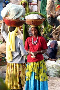 Chatting at the market, Ethiopia by adritzz, via Flickr