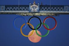 A full moon made for a beautiful sixth Olympic ring on Friday night, when a Reuters photographer snapped a breathtaking picture of the moon positioned between a large set of Olympic rings hanging from the top of London's Tower Bridge.