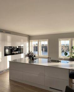 luxurious kitchen design ideas this year 32 Kitchen Bar Design, Luxury Kitchen Design, Best Kitchen Designs, Luxury Kitchens, Interior Design Kitchen, Home Kitchens, Open Plan Kitchen Living Room, Cuisines Design, House Design